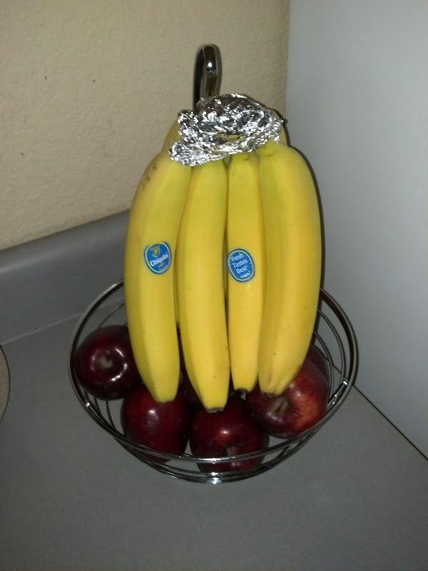 Zavijte peclje banan v s plastičnim ovojem ali aluminijasto folijo in zdržale bodo nekaj dni več