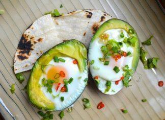 Pečena jajca v avokadu