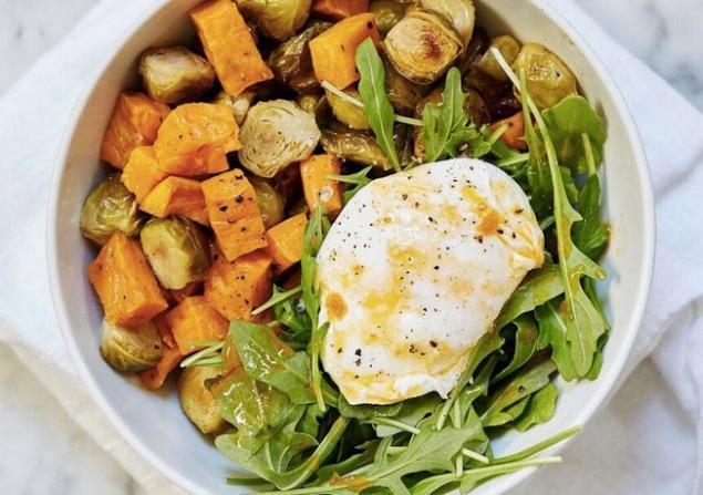 Zdrav zajtrk z jajci in zelenjavo