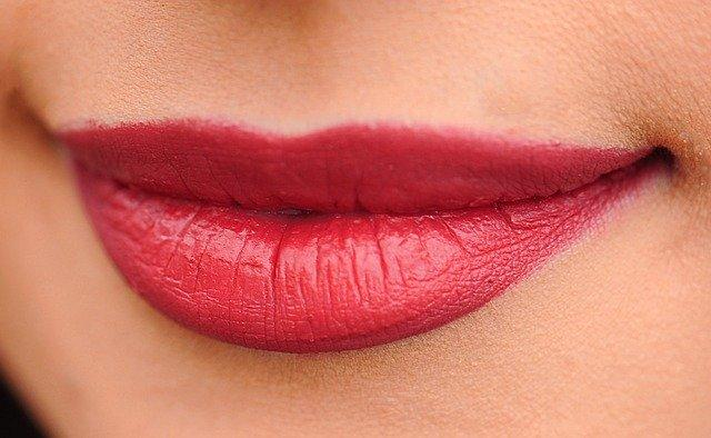 Lips Red Woman Girl Sexy Makeup  - Bessi / Pixabay