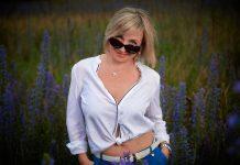 Woman Girl Purple Blouse Beauty  - andrey_braynsk / Pixabay